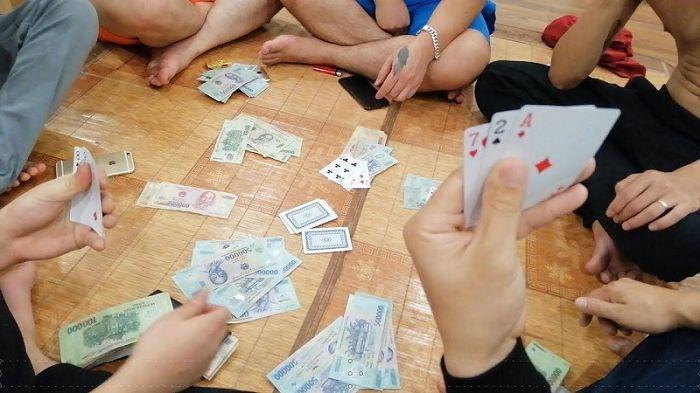 Mơ thấy đánh bài ăn tiền đánh đề con gì may mắn?